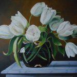 Weiße Tulpen in Glasvase